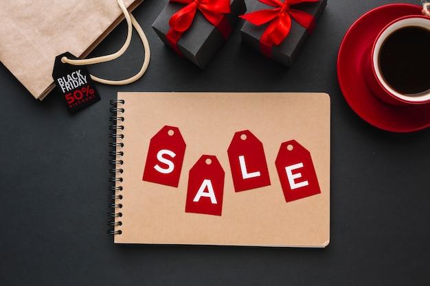Promozione di vendita venerdì nero in posa piatta