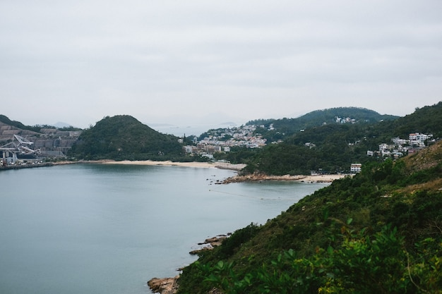 Proprietà sulle verdi montagne della costa