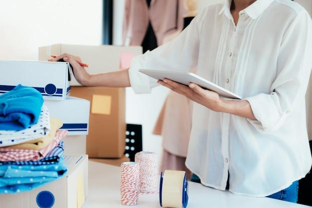 Proprietario del venditore online. shopping online.