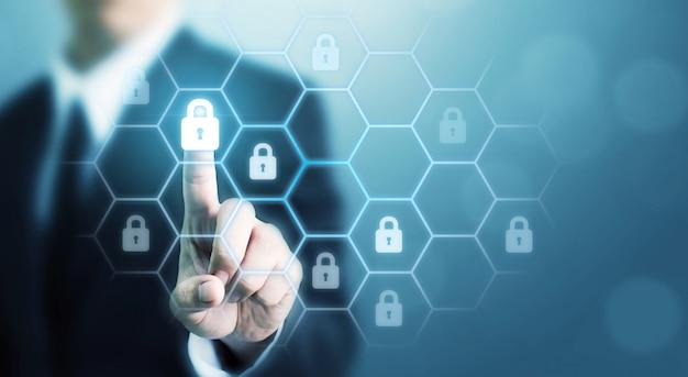Proteggi il computer di sicurezza della rete e proteggi il tuo concetto di dati. criminalità digitale da parte di un hacker anonimo