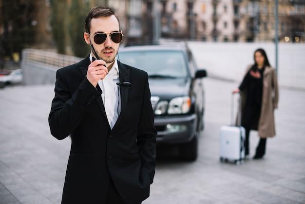Proteggi l'uomo garantendo la protezione del cliente