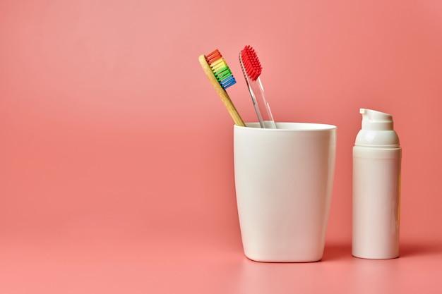 Proteggi la cavità orale e gli strumenti di cura personale per il bagno.