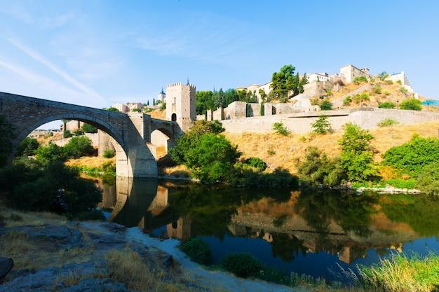 Puente di alcantara. toledo, in spagna