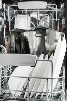Pulire i piatti in lavastoviglie