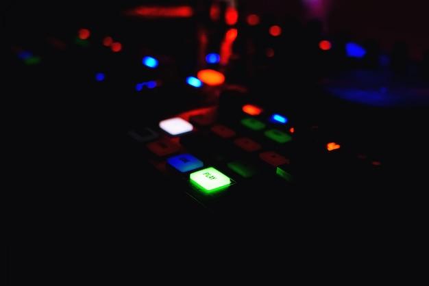 Pulsante di riproduzione con retroilluminazione per mixer musica dj grande con