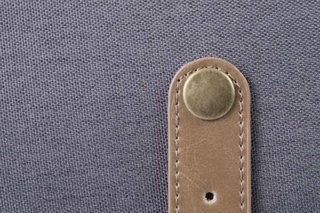 Pulsante sulla borsa di tela
