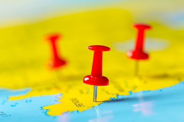 Punti di destinazione di viaggio su una mappa
