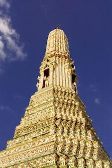 Punto di riferimento della pagoda di wat arun di bangkok tailandia