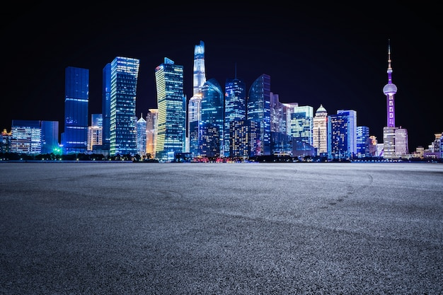 Punto di riferimento il centro strada urbana moderna