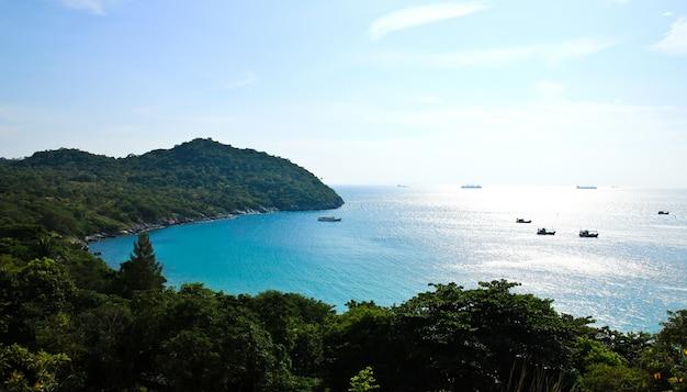 Punto di vista dell'isola di sichang, provincia di chonburi, tailandia.