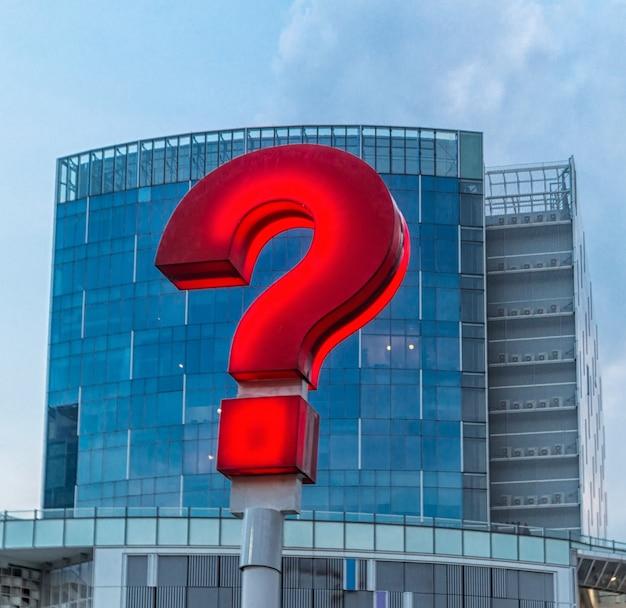 Punto interrogativo rosso per le strade di singapore