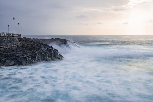 Punto panoramico di mesa del mar con lampioni