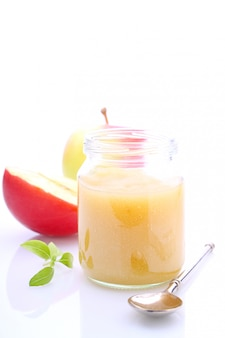 Purea di mele (salsa) per bambini