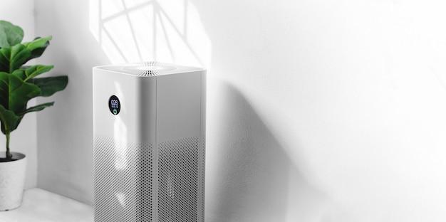 Purificatore d'aria in soggiorno, filtro dell'aria che rimuove la polvere fine in casa. proteggere il concetto di inquinamento da polvere e aria pm 2.5