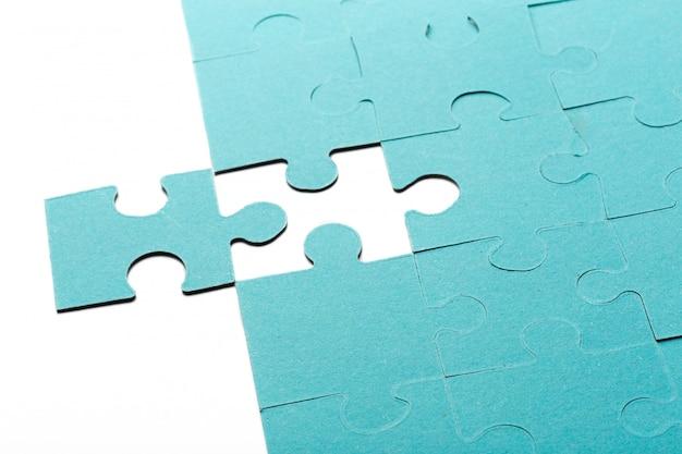 Puzzle incompleto con pezzo mancante
