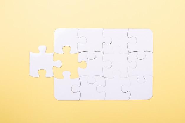 Puzzle pezzo ultimo puzzle bianco