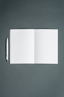 Quaderno aziendale. spazio grigio.