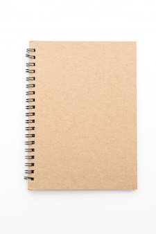 Quaderno bianco su sfondo bianco