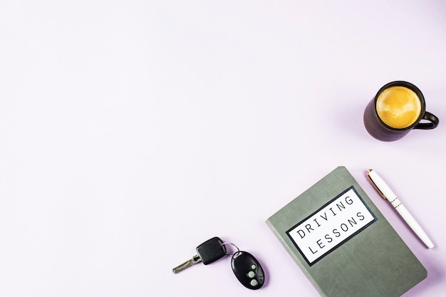 Quaderno di allenamento per lezioni di guida e studio delle regole della strada per l'ottenimento della patente di guida