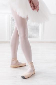 Quarta posizione delle gambe della ballerina