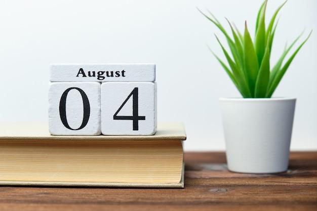 Quarto giorno del mese concetto di calendario su blocchi di legno