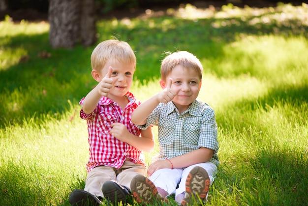 Questi due ragazzi sono i migliori amici. amici per sempre.