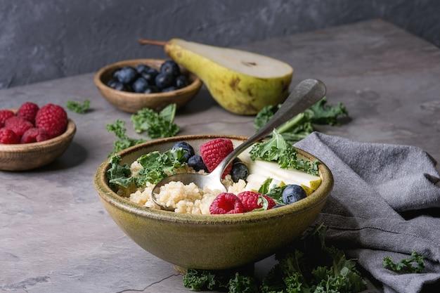 Quinoa porrige con kale