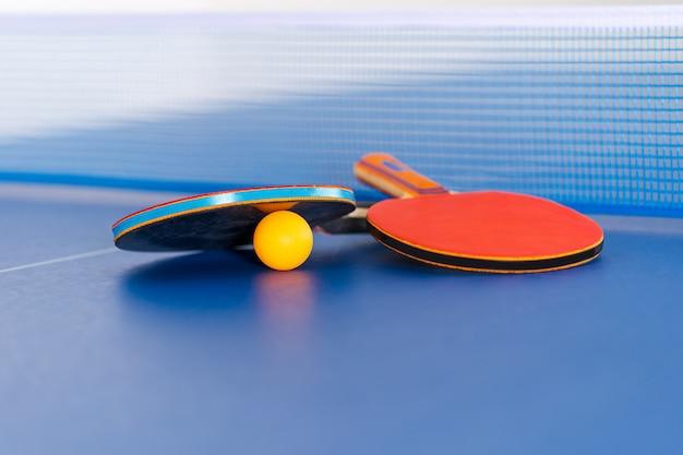 Racchetta e palla da ping pong