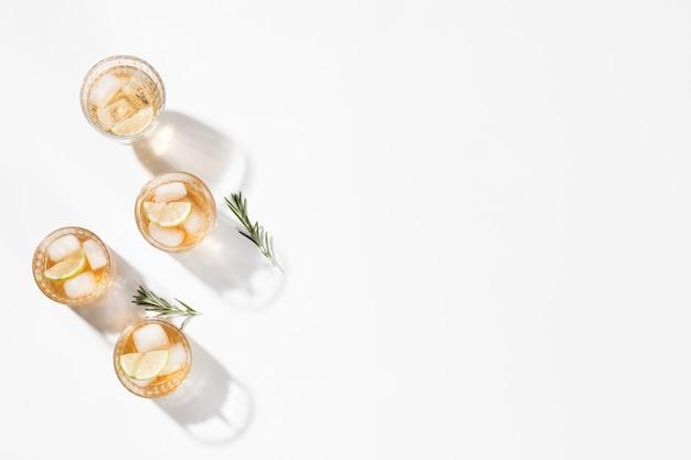 Raccolta di bevande copia spazio