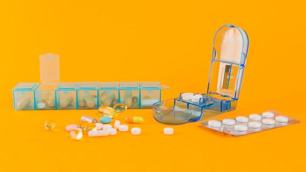 Raccolta di medicina sul tavolo
