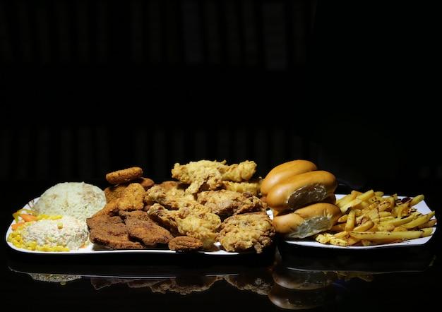 Raccolta di pollo fritto e farina di riso
