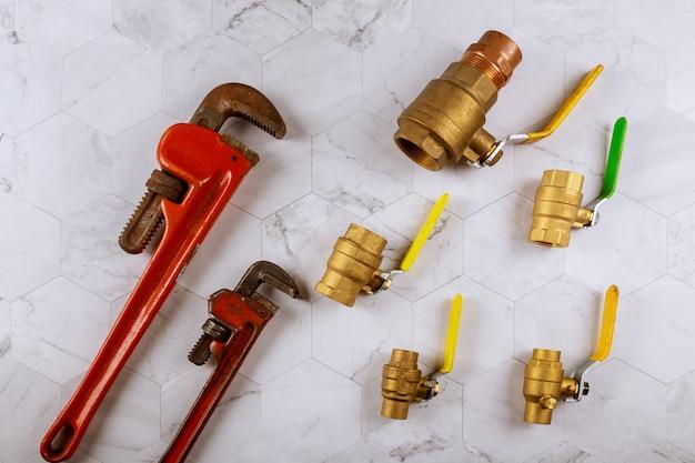 Raccordi per valvole a sfera cancello regolabili e idraulici chiave inglese