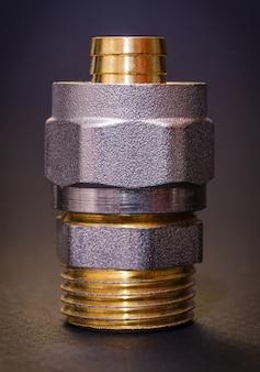 Raccordo in ottone per tubi spesso utilizzato per il collegamento di tubi nelle tubature