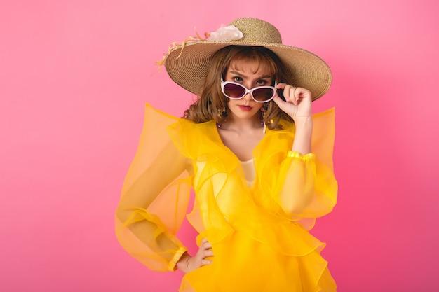 Ragazza asiatica di moda modello