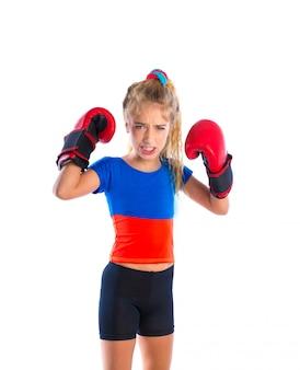 Ragazza bionda del pugile del bambino con i guanti di inscatolamento divertenti