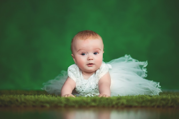 Ragazza carina neonato