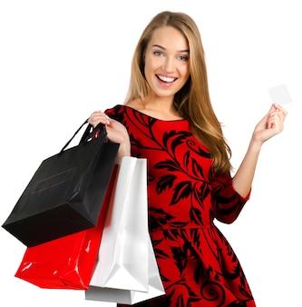 Ragazza con borse della spesa su bianco