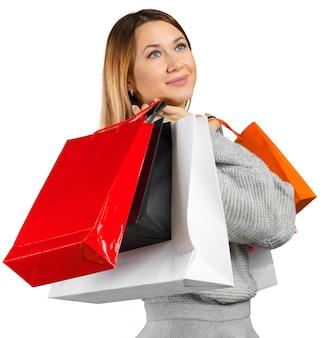 Ragazza con borse della spesa su sfondo bianco