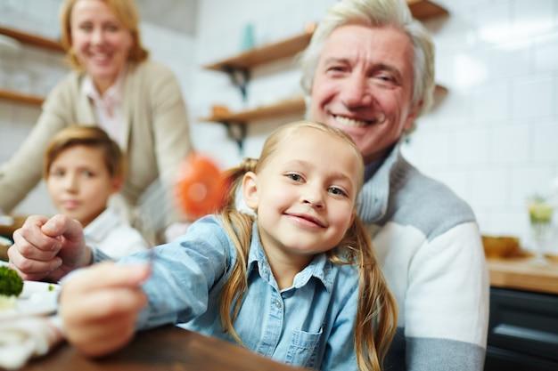 Ragazza con il nonno