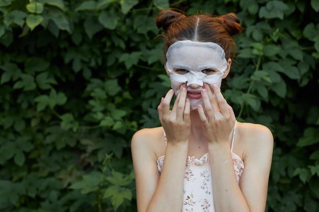 Ragazza con ritratto maschera antirughe
