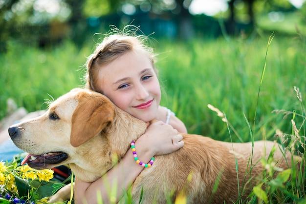 Ragazza con un cane
