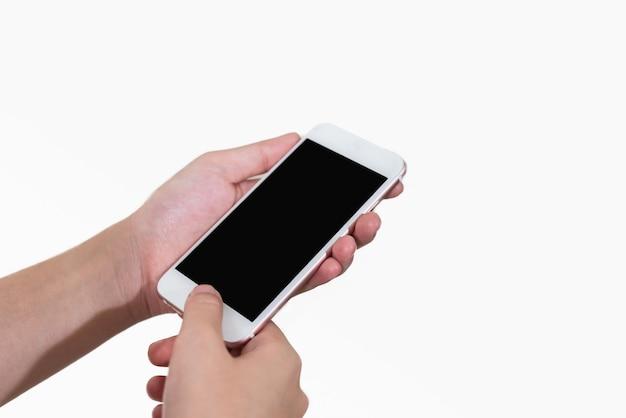 Ragazza della mano che usando fondo bianco isolato mobile