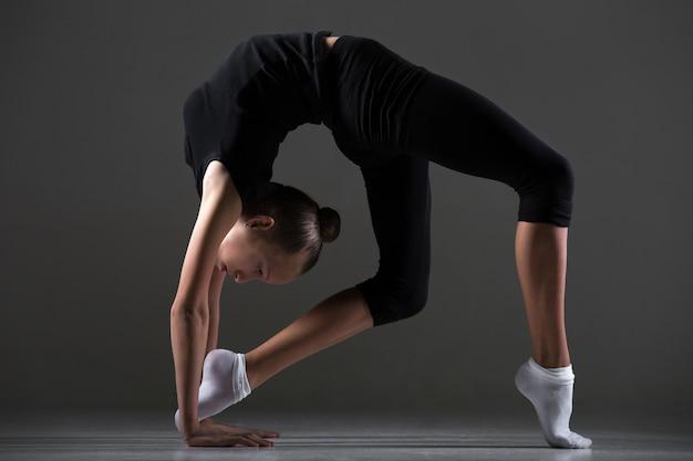 Ragazza, fare, backbend, esercizio