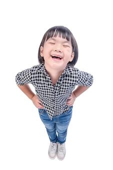 Ragazza felice che ride liberamente