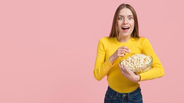 Ragazza, mangiare, popcorn