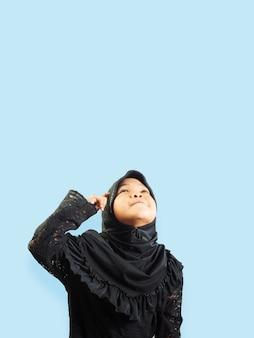 Ragazza musulmana in un vestito