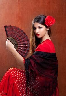 Ragazza spagnola della spagna del ballerino di flamenco di gipsy con la rosa rossa