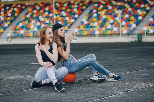 Ragazze con una palla