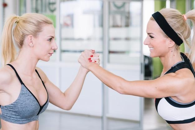 Ragazze, fare, braccio-wrestling