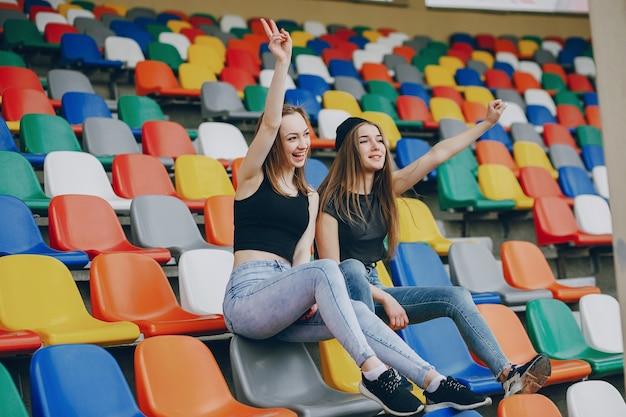 Ragazze su uno stadio